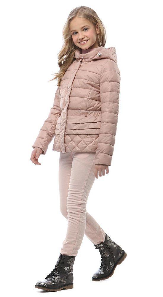 Детская куртка с капюшономКуртки<br><br><br>Размер: 116-122, 128-134, 140-146, 152-158<br>Материал: Био-пух<br>Цвет: Розовый<br>Сезон: Демисезон<br>Длина: Короткая<br>Артикул: SG170205